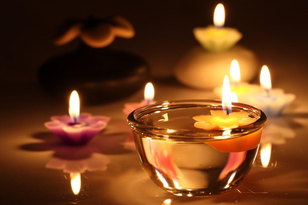 romantyczny masaż świecą